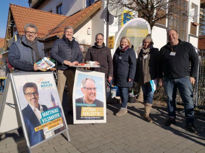 Infostand der Freien Wähler Weßling mit Michael Sturm vor dem Edeka am 22.02.20